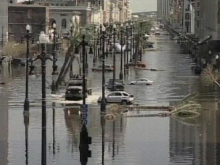 Flooded_street_no_katrina