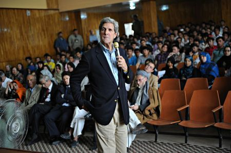 800px-John_Kerry_at_Balkh_University_in_May_2011