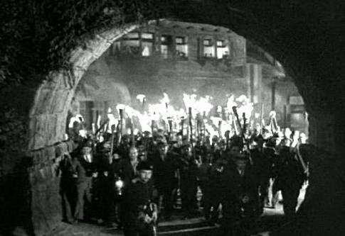 frankenstein-castle-torch-wielding-mob